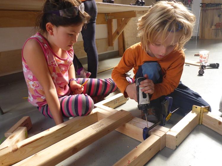 Niños carpinteros